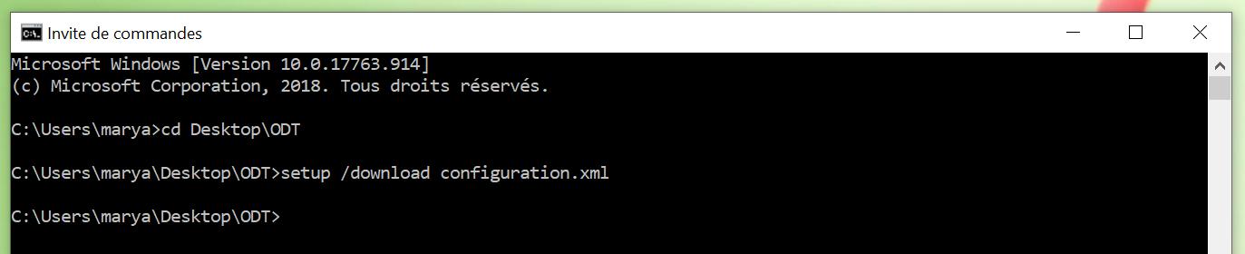 """La fenêtre d'invite de commandes lorsque le téléchargement est terminé. Il y a une nouvelle ligne après"""" configure configuration.xml """"montrant le répertoire actuel où aucune commande n'a été entrée. Le répertoire actuel est: 'C:\Users\marya\Desktop\ODT"""