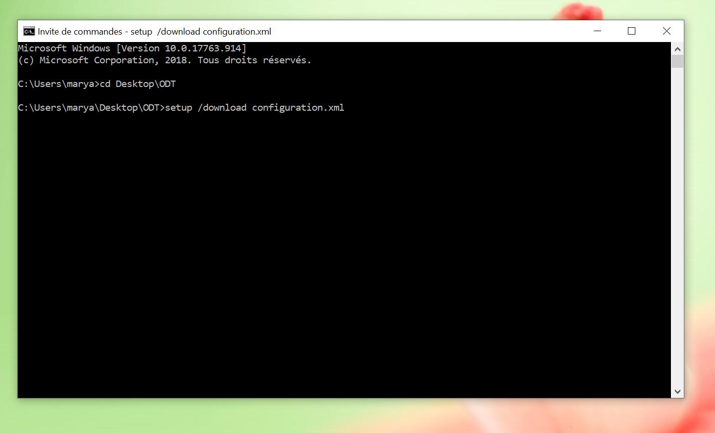 Fenêtre d'invite de commande. La dernière ligne est ''C:\Users\marya\Desktop\ODT[signe supérieur]setup /download configuration.xml